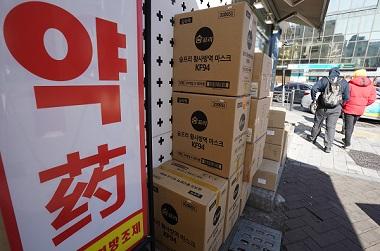 약국·농협·우체국 등에 마스크 매일 350만장 공급…'1인당 5매' 제한