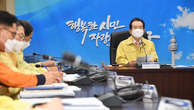 """정 총리 """"대구에 병상 부족해 송구…가능한 모든 자원 신속 투입"""""""