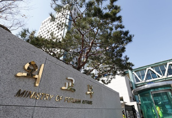 외교부, 日대사 초치 강력 항의…교과서 역사 왜곡 시정 촉구