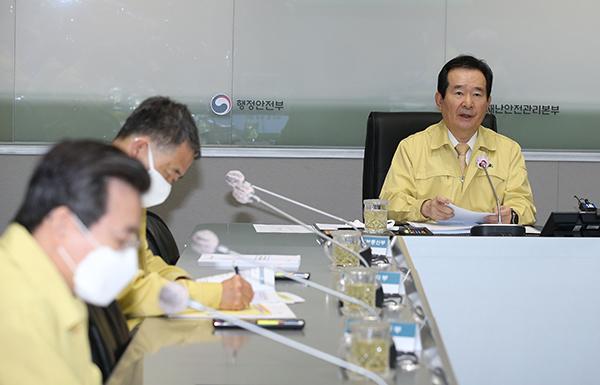 """정 총리 """"자가격리 위반 시 관용없이 고발·강제출국"""""""