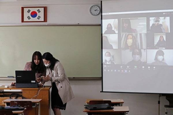 EBS 학년별 온라인 강의, TV로도 실시간 시청 가능