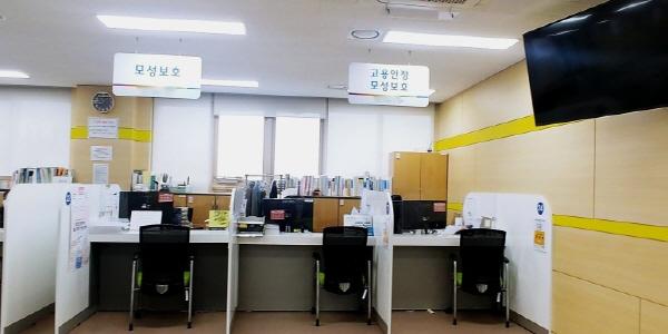 신청은 가까운 고용센터나 고용보험 홈페이지(www.ei.go.kr)에서 할 수 있다.