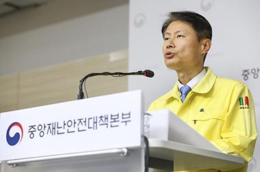 """""""신규 확진 수로 섣부른 예단은 경솔…사회적 거리두기 계속 중요"""""""