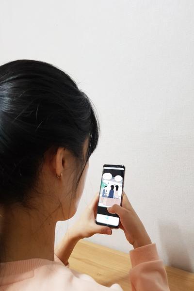 코로나19로 고강도 사회적 거리가 한창인 요즘, 취업준비생 김모 씨가 웹툰 웹툰 '도전! K-스타트업' 구독하고 있다.