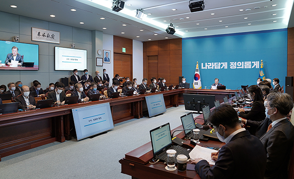 문재인 대통령이 9일 오후 청와대에서 열린 수석·보좌관회의를 주재하고 있다. (사진=청와대)