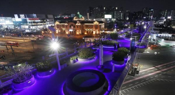 서울로7017과 블루라이트(출처=서울시)