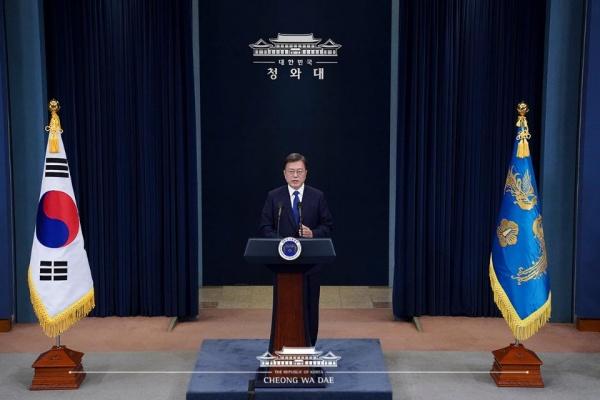 문재인 대통령이 10일 청와대 춘추관 대브리핑실에서 대통령 취임 3주년 특별연설을 하고 있다.(출처=청와대)
