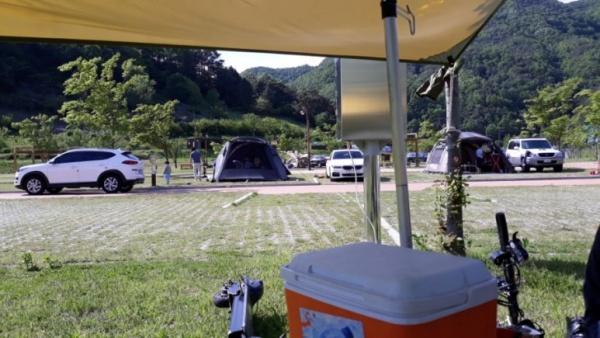 2미터 이상 거리를 두고 텐트를 쳤다.