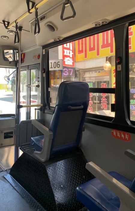 며칠 전 버스를 타고 전통시장에 다녀왔다. 대중교통을 이용하니 오고가는 시간이 조금 늘었지만, 주차 걱정 없이 장을 볼 수 있어서 편했고, 온실가스 감축을 위한 실천이라 생각하니 기분도 좋았다.