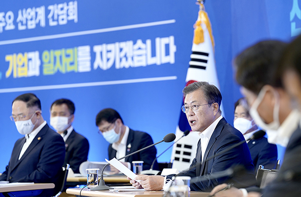 문재인 대통령이 21일 서울 강남구 삼성동 무역협회 대회의실에서 열린 '위기 극복을 위한 주요 산업계 간담회'에서 발언하고 있다. (사진=청와대)