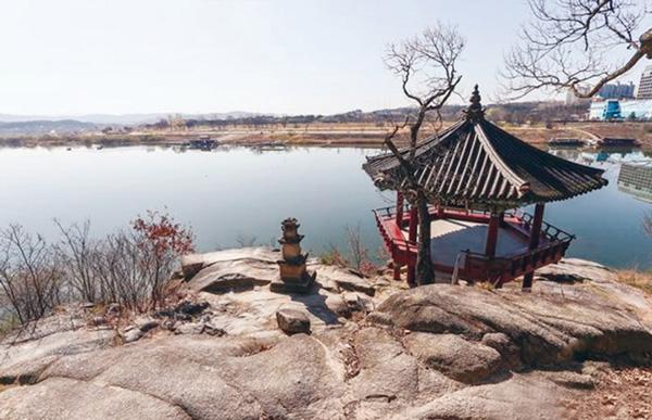 고즈넉한 남한강과 어우러진 신륵사