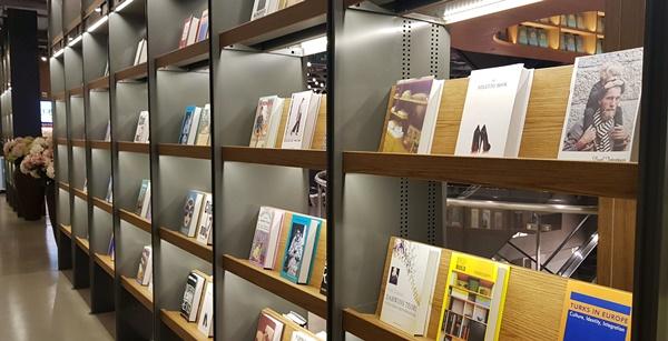 오프라인 서점에서는 사용할 수 있어 원하는 책을 구매했다.