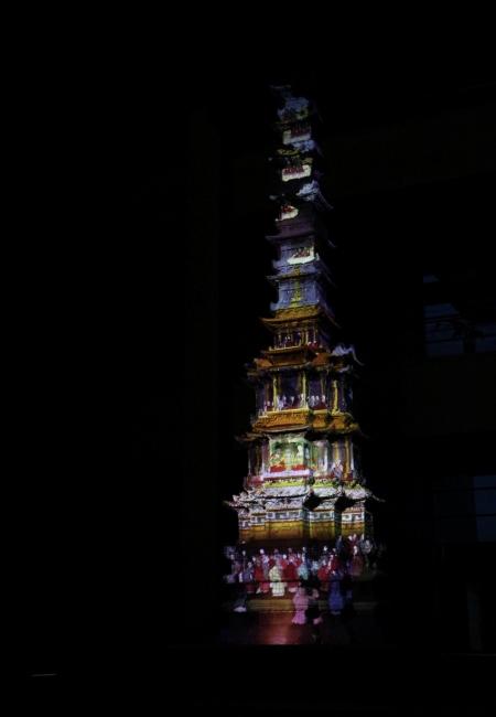 미디어파사드 기술이 접목돼 새로운 볼거리가 된 경천사지 십층석탑의 모습.