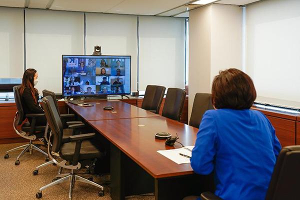 박영선 중소벤처기업부 장관이 지난 4월 열린 정부 최초로 열린 온라인 IR에 참여하고 있다.(사진=중소벤처기업부 제공)