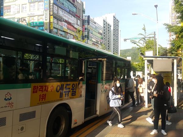 5월26일부터 버스, 택시 등 대중교통 탑승시 마스크 착용이 의무화됐다.
