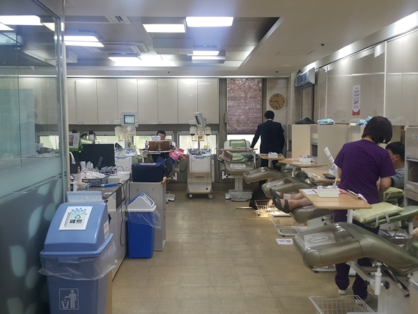 헌혈을 하면 B형간염 등 여러가지 건강 검진 결과를 알려준다.