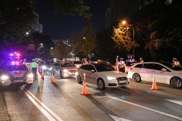 음주단속으로 차량 정체가 되면 탄력적으로 단속을 실시한다.