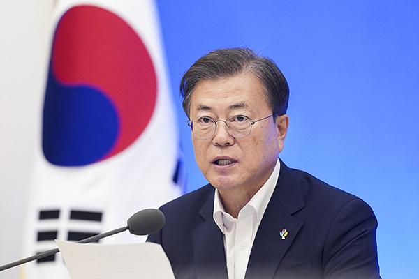 문재인 대통령이 1일 청와대에서 제6차 비상경제회의를 주재하고 있다. (사진=청와대)