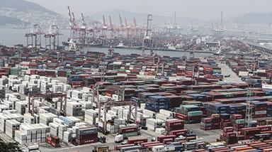 5월 수출 24% 감소…무역수지는 한달만에 흑자 전환