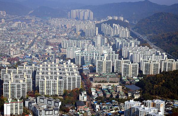 국토부가 1일 발표한 '2019년도 주거실태조사 결과'에 따르면 자가점유율과 자가보유율이 2006년 조사 이후 최고치를 기록했다.(사진=저작권자(c) 연합뉴스, 무단 전재-재배포 금지)