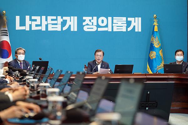 문재인 대통령이 8일 청와대에서 수석·보좌관 회의를 주재하고 있다. (사진=청와대)