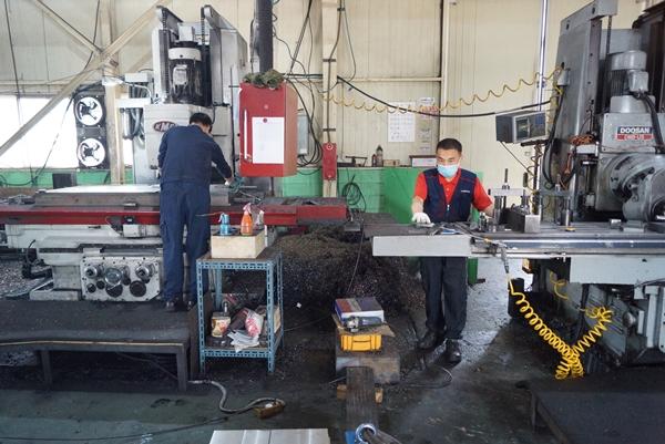 소공인 기업은 대기업에서 사용하는 부품과 금형 제품을 만들어 납품하기 때문에 없어서는 안 될 기업이다.