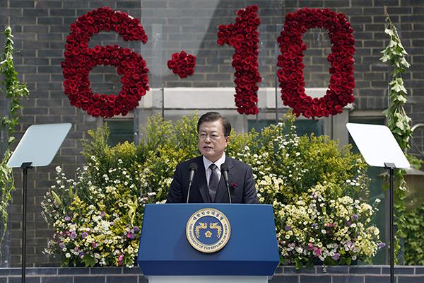 문재인 대통령이 10일 오전 서울 용산구 민주인권기념관에서 열린 6·10 민주항쟁 기념식에서 기념사를 하고 있다. (사진=청와대)