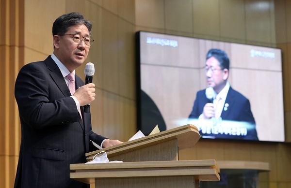 박양우 문체부 장관은 15일 '코로나19 이후 한국교회 대토론회'에 참석해 인사말을 전했다.