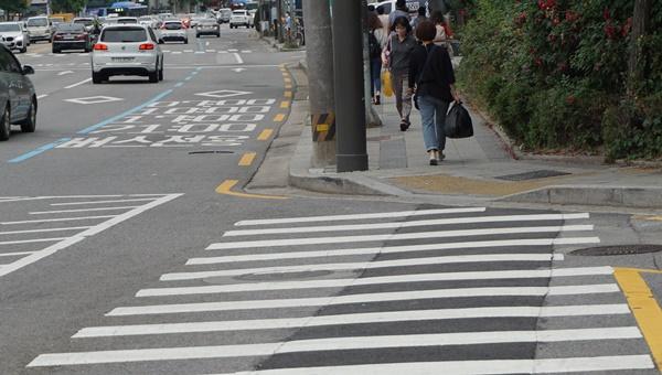 교차로 모퉁이 5m이내도 주정차 금지구역으로 단속의 대상이다.