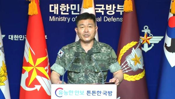 전동진 합참 작전부장이 17일 오전 국방부에서 열린 브리핑에서 입장을 밝히고 있다.
