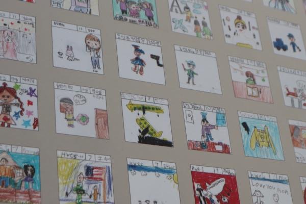 달 항아리의 표면을 채우고 있는 23개국의 어린이 1만2천명이 그린 그림들.