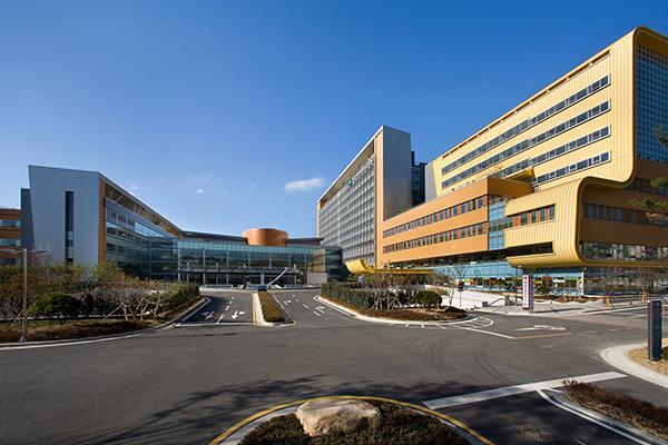2009년에 개원식을 갖고 본격적인 의료서비스 제공에 나선 양산 부산대병원의 전경. 오른쪽 노란색 건물이 어린이병원이다. (사진=저작권자(c) 연합뉴스, 무단 전재-재배포 금지)