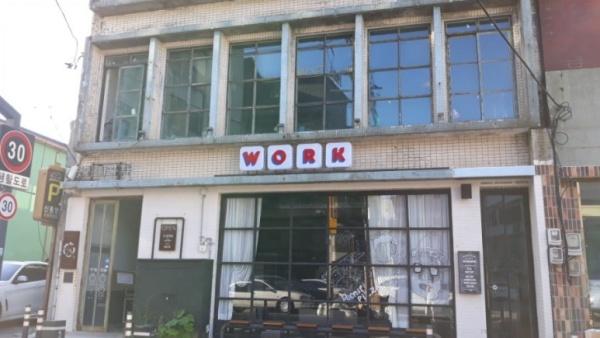 50년대 문인들이 자주 드나들던 북성로 <꽃자리다방>이 카페로 만들어졌다.