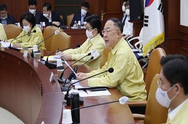 """홍 부총리 """"금융투자소득 신설…주식투자 상위 5%만 과세"""""""