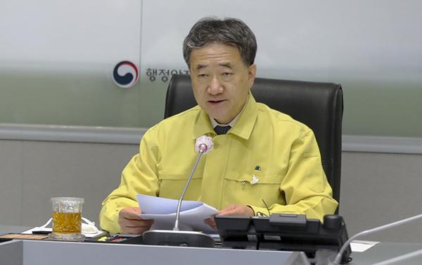 박능후 보건복지부 장관이 22일 오전 정부서울청사 재난상황실에서 열린 코로나19 대응 중앙재난안전대책본부 회의에서 발언하고 있다. (사진=보건복지부)