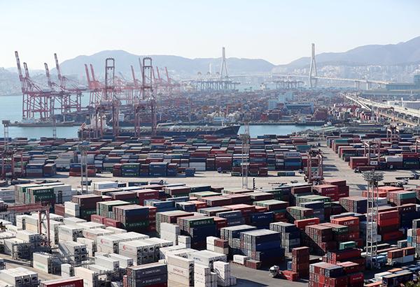 6월 수출 10.9%↓…감소 폭 줄고 중국 수출은 플러스 전환