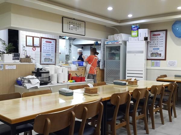 일반 식당에서도 음식 덜어먹기는 이제 조금씩 정착돼 가고 있다.