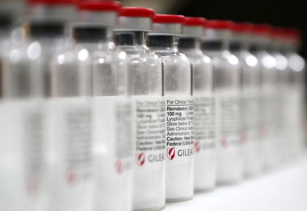 지난 달 3일 서울 종로구 서울대학교병원에서 관계자가 수입된 코로나19 치료제 '렘데시비르'를 공개했다. (사진=저작권자(c) 연합뉴스, 무단 전재-재배포 금지)