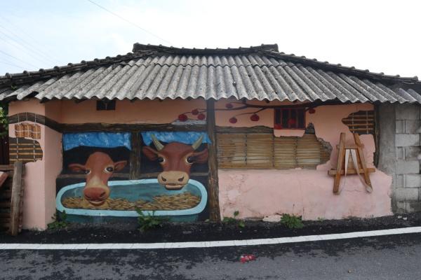 마을 모습을 그대로 담아 입체화시킨 벽화.