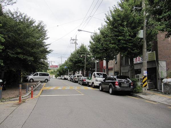 경사진 주차장에 고임목 설치를 의무화하는 등의 내용을 담은 일명 '하준이법'이 6월 25일부터 시행됐다.