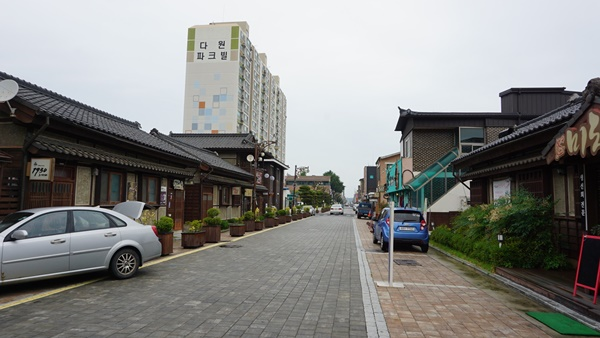 군산, 시간여행마을의 거리 속 풍경, 이국적인 건물들이 많이 눈에 띈다.