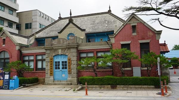 1908년에 준공된 호남관세박물관, 서울역사와 한국은행본점과 더불어 국내 현존하는 서양 고전주의 3대 건축물 중 하나다.
