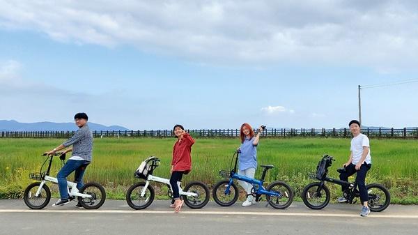 전기자전거를 타며 동심으로 돌아가는 시간을 가졌다.