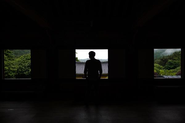 무위사의 곳곳에서 아름다운 추억을 남겼다.