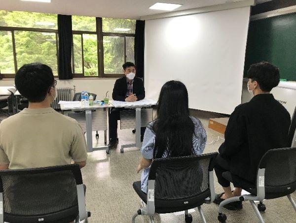 대학일자리센터에서 진행하는 면접프로그램. 다양한 취업지원 프로그램이 진행되고 있다.(사진=아주대학교 대학일자리센터)
