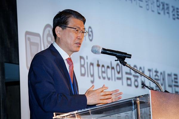 은성수 금융위원장이 7일 서울 포시즌스호텔에서 열린 '2020 정보보호의 날 기념 금융회사 최고경영자 초청 세미나'에서 기조 연설을 하고 있다.