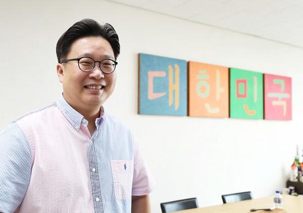 정책브리핑과 인터뷰하는 서경덕 성신여자대학교 교수.