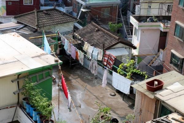 정겨운 사람 사는 냄새가 나는 마을의 모습이다.