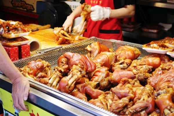 창신골목시장은 맛있는 먹거리가 많다.