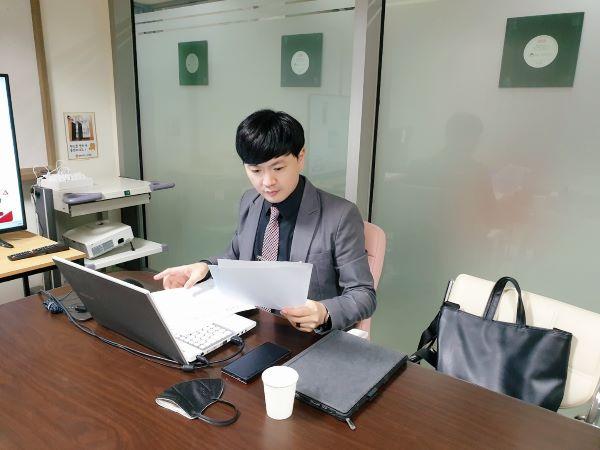 공유 사무실을 사용 중인 박상윤 대표.
